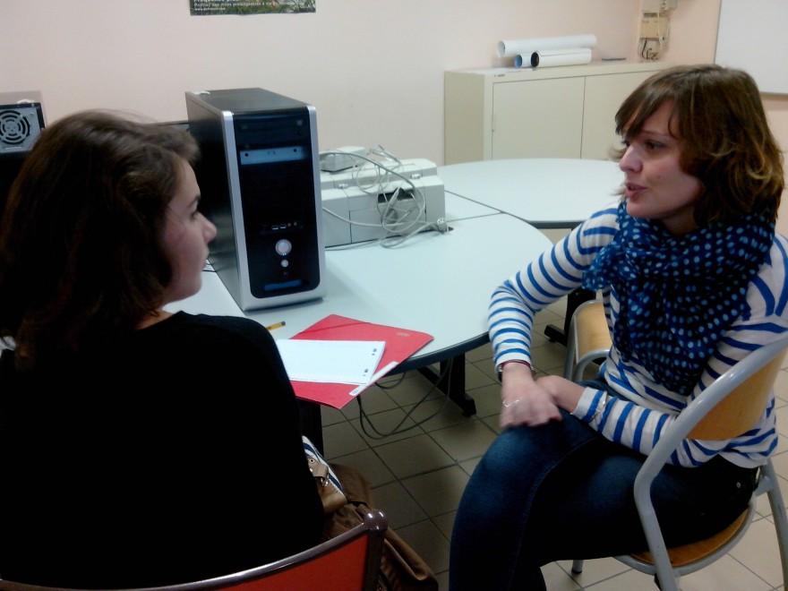 """Interview d'Amélie Hauguel, professeure en charge du projet d'initiation au journalisme """"Diversités culturelles"""" au lycée Sacré Cœur à Nantes."""