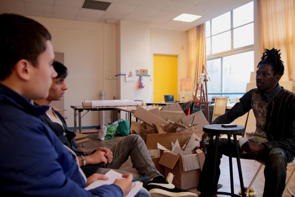 Amadou expose sa passion artistique à la Fabrique des Dervallières. Crédit Photo: Hugo Philippon.