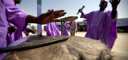 Danseurs de la communauté Falata au Darfour CC UN Photo - Albert González Farran