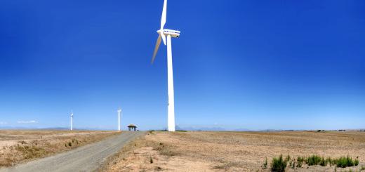 Un champ d'éoliennes en Afrique du Sud CC Warrenski